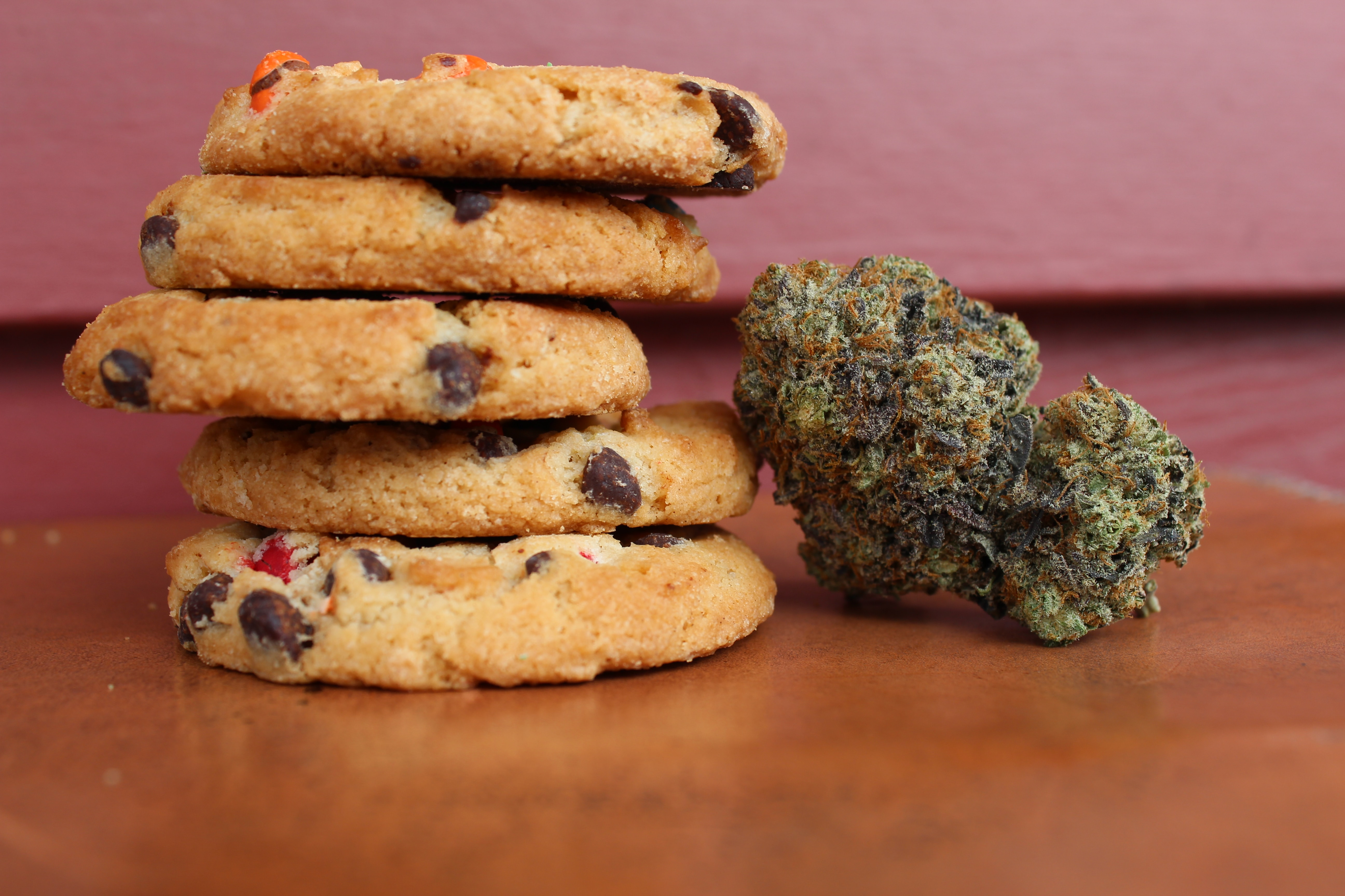 edible cookies and marijuana bud